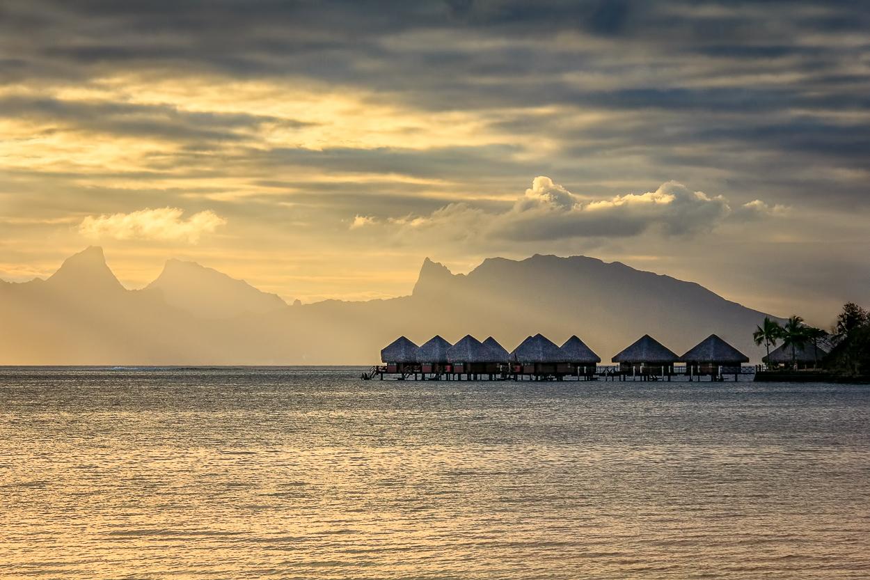 DSC 015 tahiti huts
