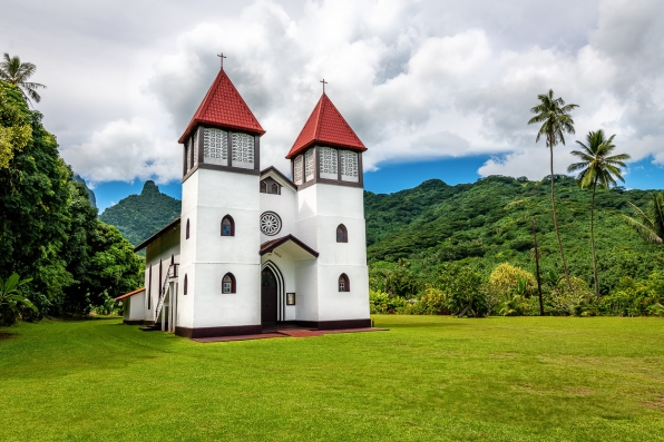 DSC 6072 moorea village church