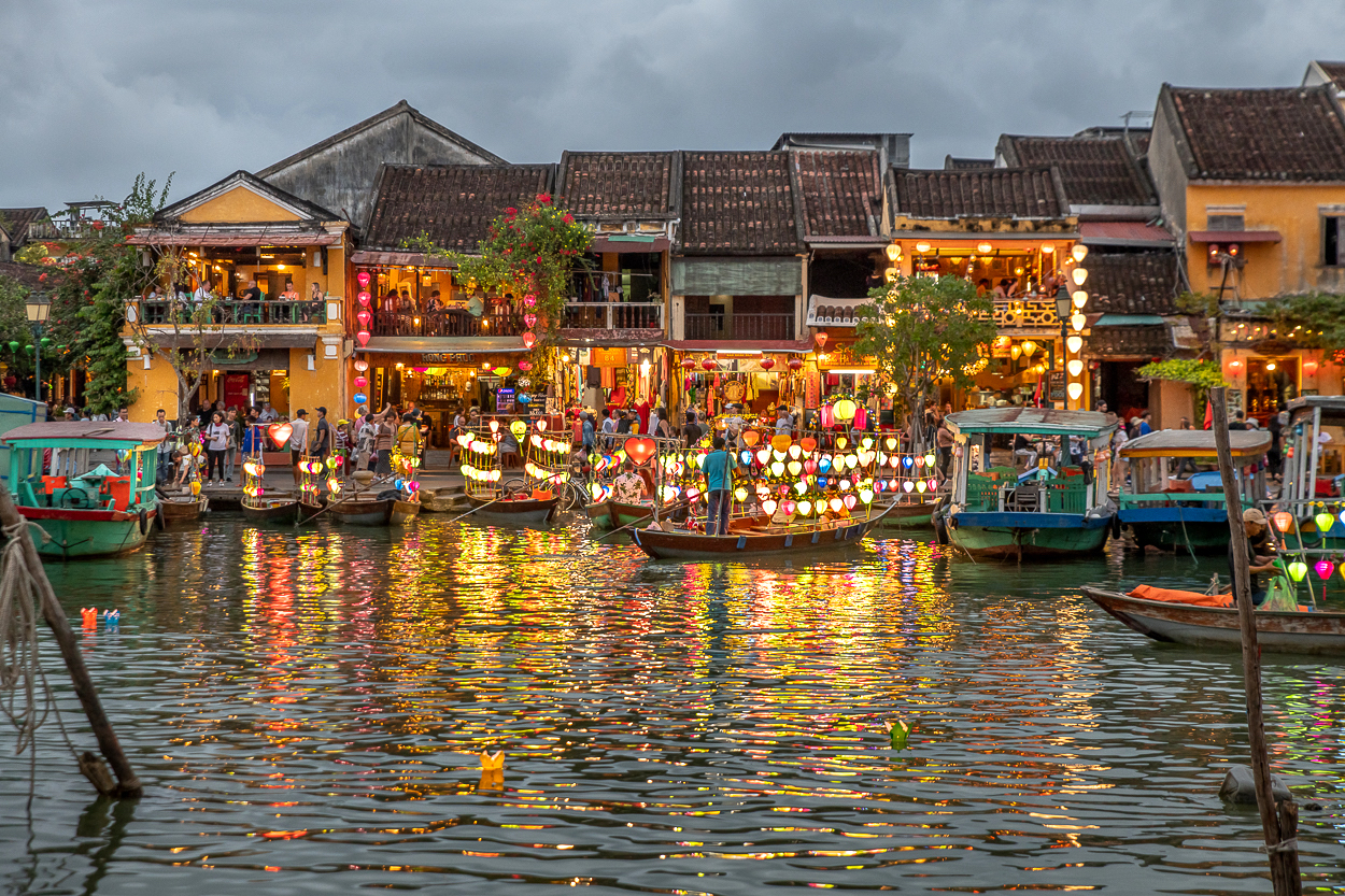 D85_18734 hoi an waterfront