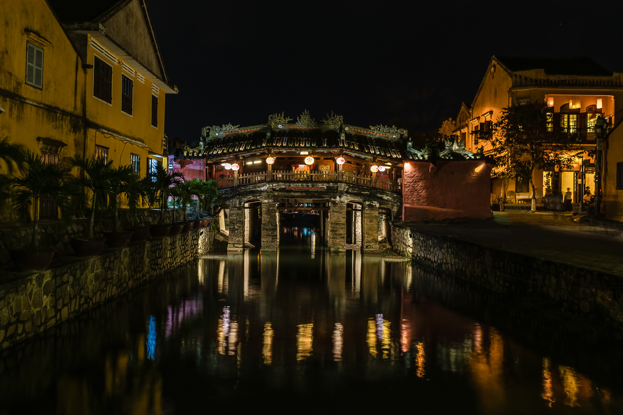 D85_2712 hoi an japanese bridge