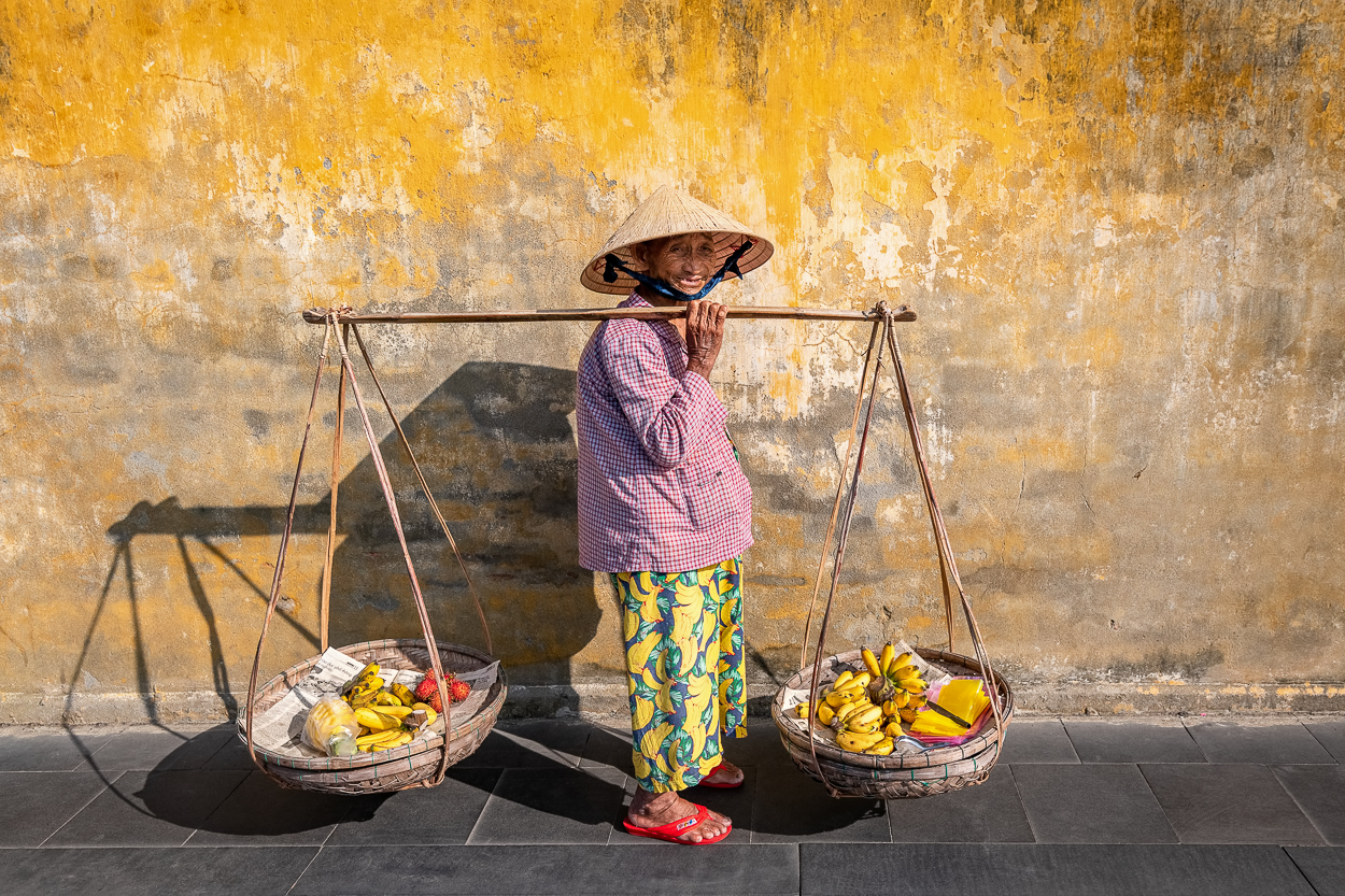 D8_2503 hoi an fruit lady